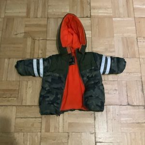 Baby jacket 🧥 in very good condition any questions feel free to ask.😊 12month.